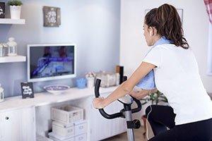 Guardare la tv mentre si fa la cyclette