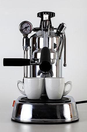 caffè con macchina manuale