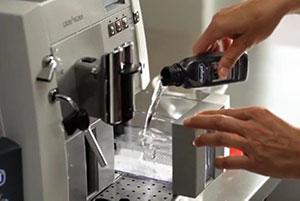 come decalcificare la macchina del caffè