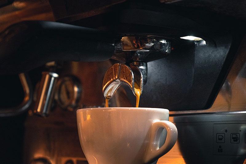 i vantaggi del possedere una macchina del caffè