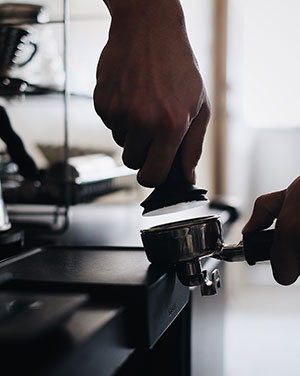 come pressare il caffè correttamente